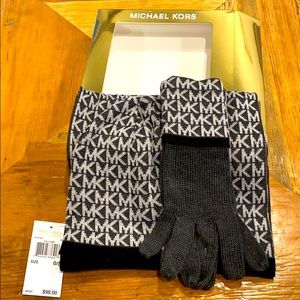 NEW Michael Kors 3pc Hat, Gloves, Scarf Set